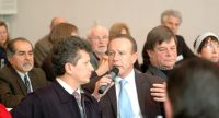 Mann im Publikum spricht in ein Mikrofon, Quelle: DTF