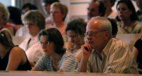 Publikum schaut interessiert der Diskussion zu, Quelle: DTF
