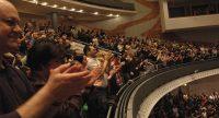 voll besetzter Saal klatschender Menschen, Quelle: DTF