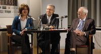 Sibylle Thylen, Zülfü Livaneli und Dr. Klaus Kreiser sitzen zusammen am Tisch, Quelle: DTF