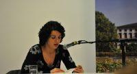 Dilek Güngör liest aus einem Buch vor, Quelle: DTF