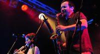Saxophonsit und Trompeterin auf rot beleuchteter Bühne, Quelle: DTF