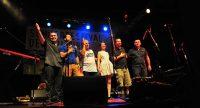Band auf der Bühne verbeugt sich gemeinsam, Quelle: DTF