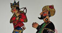 zwei traditionell angezogene bunte Figuren auf weißem Blat, Quelle: DTF