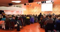 Saal voller sitzender Menschen, Quelle: DTF