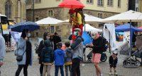 Clown auf Stelzen auf dem Kinderfest, Quelle: DTF, Fotograf/in: Kerim Arpad