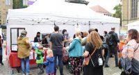 Cateringstand auf dem Kinderfest, Quelle: DTF, Fotograf/in: Kerim Arpad