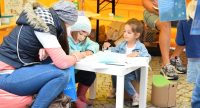 Malstand auf dem Kinderfest, Quelle: DTF, Fotograf/in: Kerim Arpad