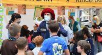 Als Polizist verkleideter Clown auf dem Kinderfest, Quelle: DTF, Fotograf/in: Kerim Arpad