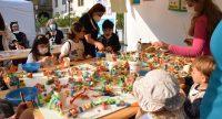 Kinder basteln am Stand der Stadt Stuttgart, Quelle: DTF, Fotograf/in: Kerim Arpad