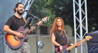 Sänger Cem und Bassistin Sade während des Konzerts, Quelle: DTF, Fotograf/in: Kerim Arpad