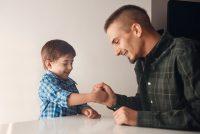 Sohn und Vater spielen, Quelle: ?