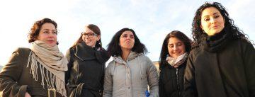 Gruppenbild von DTF-Mitarbeiterinnen im Freien